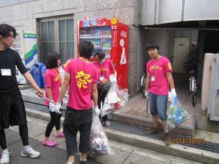 生徒たちの清掃活動の様子