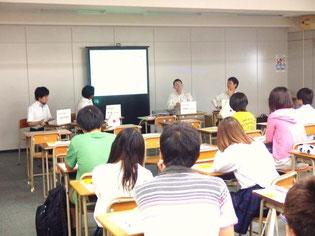 生徒たちは興味深く受講していました。
