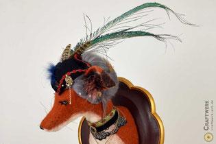 Rot-weißer Kopf eines Fuchses aus Filz zur Wanddekoration
