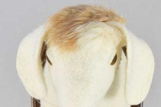 Kopf eines Hasen aus Filz mit Schlappohren