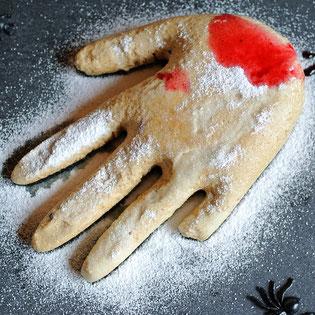 Hand aus Marshmallow für Halloween