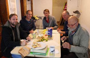 Viele Personen helfen zusammen beim Beschreiben und Dokumentieren der Sorten (v.l.n.r.: Roman Pröll, Harald Lorenz, Georg Loferer, Christian Steinbichler, Josef Stein und Christian Meissner (nicht abgebildet).