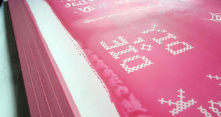 Siebdruck Sieb beschichtet und belichtet, fertig zum Drucken