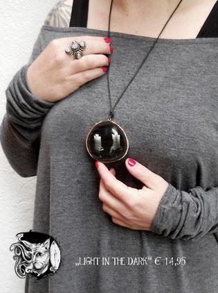 Catmansion - Extraordinary spooky jewellery - Light in the dark Anhänger - Zebraspider DIY Blog
