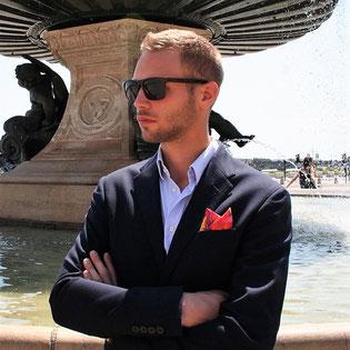 Fanfaron, carré de soie, pochette, costume d'homme, made in France, tuto, pliage, dandy, élégance, accessoire, mode, masculin, pli deux pointes