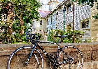 ロードバイクと時計台
