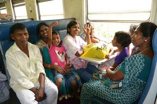 スリランカ鉄道で出会った家族