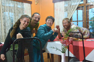 ハプタレーのレストランで出会ったチェコ人とスイス人の旅行者