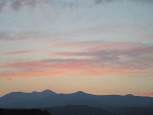 19時、那須連山も夕焼け