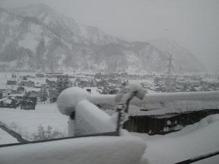 次第に雪が深くなって…