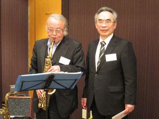 Sax&Piano演奏中、福島市医師会会長丹治氏と