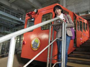 津軽海峡トンネル記念館の地下へ向かうケーブルカー