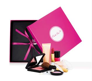 Pinkbox mit Beauty Produkten