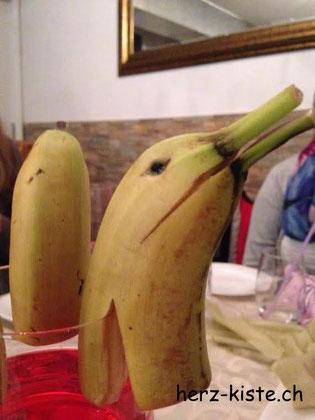 Tischdekoration aus Bananen Delfin