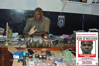 Il capo della polizia di Malindi Matawa Muchangi. Nella foto segnaletica Suleiman Mohamed Awadh.