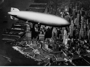 Last journey to the U.S. – the majestic Hindenburg only minutes before the Lakehurst explosion  /  source: Zeppelin Museum