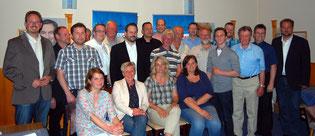 Die anwesenden Kandidatinnen und Kandidaten, eingerahmt vom Bürgermeisterkandidaten Marcus Itjen (links) und CDU-Vorsitzendem Martin Vogt (rechts)