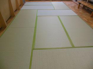 図書館の畳スペース 木枠に新しい畳を納品した後の画像 当店施工例