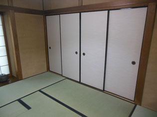 「上」の畳おもてで茶室の畳 襖は「糸入り」の襖紙で