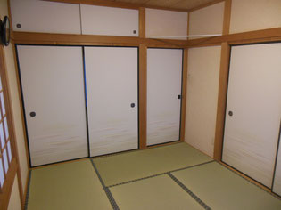 畳と一緒に襖(ふすま)も張替え,一つの業者で一度に便利と好評です