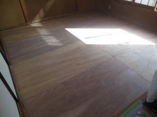 畳が踏むとふかふかする  原因は畳というよりその下の床板の老朽化です
