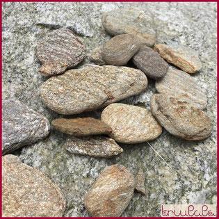 Goldig schimmernde Steine