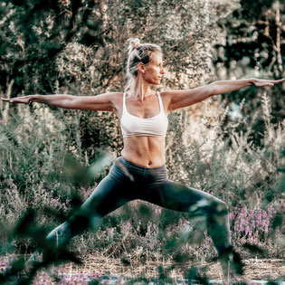 Hatha Yoga Relaxation Flow Session mit Fabienne - Online Hatha Yoga Kurs copyright by zenspotting