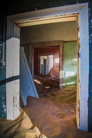 Namibia Orte schaffen geistiges Wohlbefinden - Kolmannskuppe - Photo by jean wimmerlin on Unsplash  Namibia