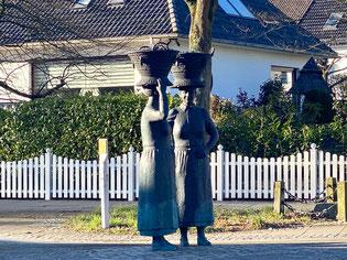 Skulpturengruppe der Arster Marktfrauen mit Bremer Korb (Foto: 03-2020, Jens Schmidt)