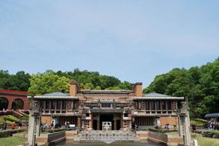 帝国ホテル中央玄関。同ホテルの建て替えに伴い、佐藤栄作首相の音頭で明治村に移築することとなりました。登録有形文化財として登録されています。