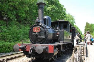 蒸気機関車12号。鉄道開業の2年後、1874(明治7)年イギリスから輸入されたもの。昭和32年まで現役だった。
