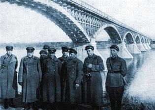 Деревянный мост через Колыму у пос. Дебин.