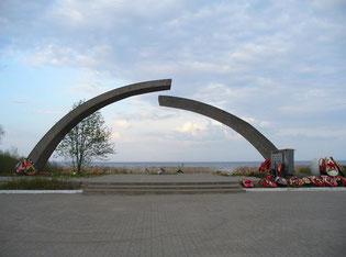 "Мемориал на берегу Ладожского озера - ""Разорванное кольцо"""