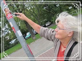 """Ich beseitige Hass-Graffitis, weil ich den Hass vernichten möchte. Das ist mein Kampf gegen Rechts."" Irmela Mensah-Schramm"