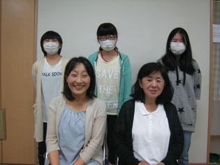 後ろ3人は10代のマスク女子たちです(・_・)