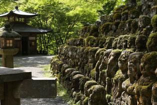 静かに佇む愛宕念仏寺のお地蔵さま