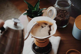 Die richtige Kaffeemenge für Chemex Photo by Jannis Brandt on Unsplash