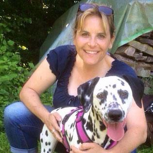 Hundetrainerin Carmen Karger mit ihrer Hündin Finja