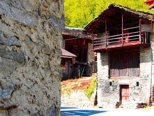 die jahrhundertalten Häuser im Bergell werden noch bewohnt