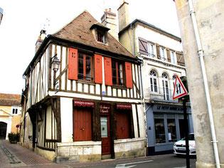 auch kleine Gebäude werden liebevoll restauriert