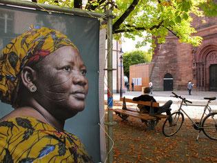 Freiluft - Ausstellung: Afrikanische Frauen-Bildnisse