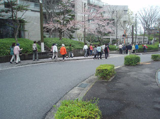 津々山台公園に向かっています。