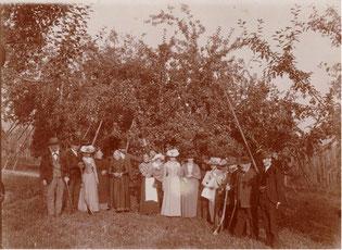 Besuch in den Obstanlagen im Jahr 1903