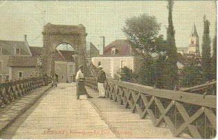 Lésigny-CP08-pont suspendu