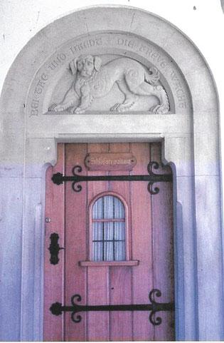 Türe zur Wachstube im Torbau, Bild Sammlung Desing