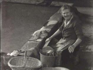 Lessive au lavoir dans les années 1960 à Nantuy