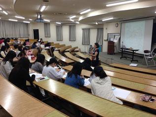 佐野短期大学でマインドマップの講義を担当する安田裕美講師の講義風景