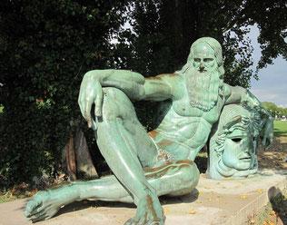 写真 「没地アンボワーズにあるレオナルドの銅像」