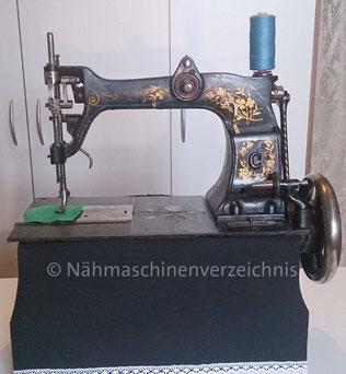Phoenix C, Gewerbenähmaschine mit Rundgreifer, Baujahr ca. 1890, SN: 90142, Hersteller: Phoenix Nähmaschinen AG Baer und Rempel, Bielefeld (Bilder: D. Dröschler)