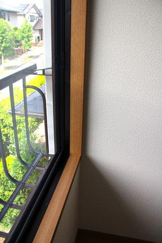 窓枠 シート 貼り替え後